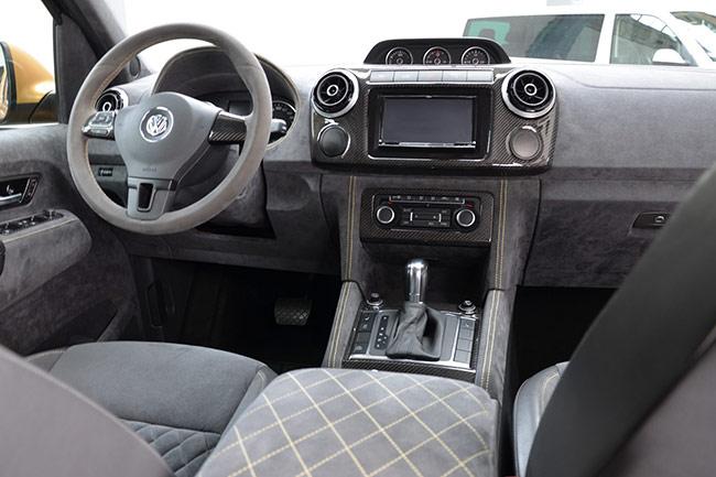 Интерьер Volkswagen Amarok V8 Desert Edition